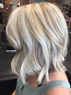 Flawlessly Gorgeous Ice Blonde Shoulder Length Hairstyles for Women to Look Pretty This Year - Blonde Hair Love Hair, Great Hair, My Hairstyle, Pretty Hairstyles, Medium Hair Styles, Short Hair Styles, Ice Blonde, Blonde Brunette, Choppy Bob Hairstyles