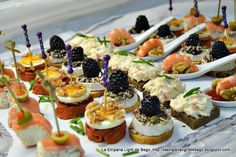 CANAPÉS VARIADOS FÁCILES Y RÁPIDOS Snacks Für Party, Appetizers For Party, Canapes Faciles, Catering, Healthy Food Alternatives, Fingerfood Party, Spanish Tapas, Appetisers, High Tea
