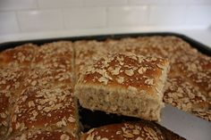 Grötbröd i långpanna Bread Recipes, Snack Recipes, Snacks, Bakers Gonna Bake, Savoury Baking, Food Inspiration, Sweet Recipes, Banana Bread, Food Porn