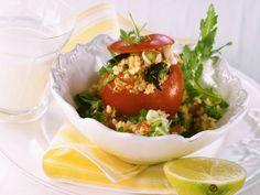 Tomate gefüllt mit Bulgur - smarter - Zeit: 30 Min. | eatsmarter.de #eatsmarter #rezept #rezepte #bulgur #getreide #couscous #arabisch #gesund #lecker #kalorienarm #salat #pfanne #beilage #tomaten #gefuellt