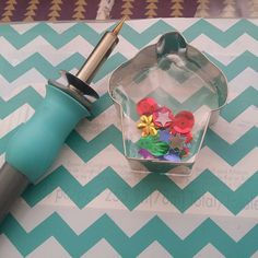 Shaker pocket by @crafty808islandgurl using a cookie cutter and fuse tool from @wermemorykeepers