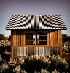 Love the corrugated tin and wood siding together <3