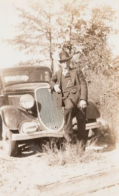 Bonnie Parker, Bonnie Clyde, Bonnie And Clyde Pictures, Old Pictures, Old Photos, The Bad Seed, Old West, Mug Shots, American History