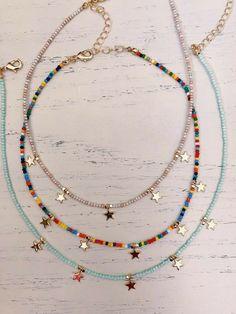Colar colorido moda praia🏝 Cute Jewelry, Diy Jewelry, Beaded Jewelry, Jewelery, Jewelry Accessories, Handmade Jewelry, Jewelry Making, Beaded Bracelets, Embroidery Bracelets