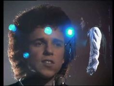 Leo Sayer - When I Need You Number One 19 Feb 1977 3 Weeks Only No 1 Discovered and managed by Adam Faith, Leo had 10 Top 10 hits over nearly 10 years. Written by Albert Hammond & Carole Bayer Sager. Music Mix, Sound Of Music, Kinds Of Music, Dance Videos, Music Videos, Leo Sayer, Albert Hammond, Top 10 Hits, Artist Album
