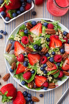 Nothing says summer quite like a fresh, crisp, berry-topped salad! This berry pecan quinoa salad with homemade berry vinaigrette is perfect for lunch, dinner or to take to BBQs! Healthy Salads, Healthy Eating, Healthy Recipes, Quinoa Salad Recipes, Carrot Recipes, Avocado Recipes, Healthy Food, Apple Walnut Salad, Chicken Caesar Pasta Salad