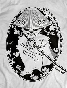 Nic wielkiego, taki po prostu szop.  Koszulka dostępna na: http://darekgkropkapl.cupsell.pl/produkt/900170-Szop-Ninja-m-ska-.html