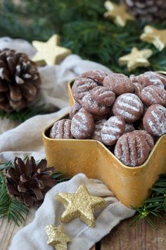 Chocolate Pudding Cookies Recipe - The chocolate pudding biscuits are quick and easy to make and tas Christmas Biscuits, Christmas Cookies, Chocolate Pudding Cookies, Fabulous Foods, Cookie Recipes, Food And Drink, Yummy Food, Sweets, Snacks