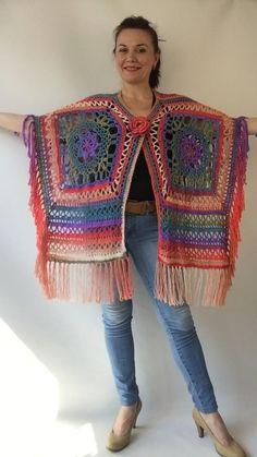 Crochet Hippie, Pull Crochet, Gilet Crochet, Mode Crochet, Crochet Poncho Patterns, Crochet Jacket, Knitted Poncho, Crochet Shawl, Crochet Stitches
