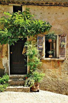 (via Provence, France door | ~Doors,Windows and…~ | Pinterest)