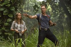 Brie Larson as Weaver and Tom Hiddleston as Captain James Conrad Kong: Skull Island  From http://tw.weibo.com/torilla/4079836324601821