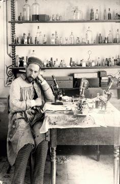 En el laboratorio de Valencia. Santiago Ramon y Cajal