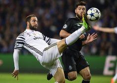 Juventus' Argentinian forward Gonzalo Higuain (L) tries to control the ball next to Porto's Brazilian defender Felipe during the UEFA Champions League round of 16 second leg football match FC Porto vs Juventus at the Dragao stadium in Porto on February 22, 2017. / AFP / MIGUEL RIOPA