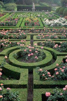 English Garden Design, Formal Garden Design, Rose Garden Design, Formal Gardens, Nature Aesthetic, Garden Care, Parcs, Dream Garden, Garden Inspiration