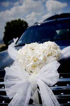 tons of different pics with car decor Hochzeitsauto Wedding Couples, Diy Wedding, Wedding Flowers, Dream Wedding, Wedding Cars, Wedding Ideas, Wedding Car Decorations, Flower Decorations, Bridal Car