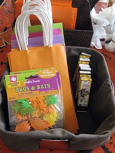 Awesome ideas!!!  Decorate their own trick-or-treat bags, ghost hunt (little toys and candy), Hot pumpkin game...awesome!