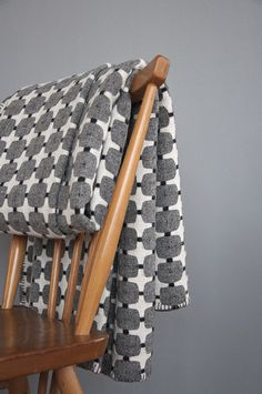 Eleanor Pritchard - beautiful blankets and textiles made in Wales - I would love one of these. Textile Patterns, Textile Design, Print Patterns, Pattern Ideas, Pattern Print, Welsh Blanket, Wool Blanket, Flannel Blanket, Dossier Photo