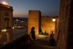 Fotogalería: 13 ciudades que enamoran Lonely Planet, Universal City, Places To Travel, Album, Spain, Medieval Clothing, Koh Tao, Unicorns, Cities