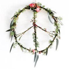 peace flower wreath, bohemian peace sign, world peace, flower wreaths, floral art White Rose Flower, White Roses, Flower Crafts, Flower Art, Diy Projects To Try, Art Projects, Bunting, Mobiles, Spring Crafts