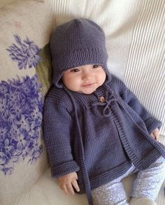 How to knit a very easy crochet hat crochet, crochet patterns, crochet patterns free, crochet hair s Cardigan Bebe, Baby Boy Cardigan, Knitted Baby Cardigan, Knit Baby Sweaters, Knitted Baby Clothes, Hooded Cardigan, Knitting For Kids, Baby Knitting Patterns, Baby Patterns