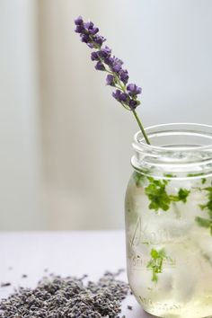 lavender mojito (includes recipe for lavender simple syrup) recipes-cocktails foodstuff-i-love food-and-recipies Party Drinks, Cocktail Drinks, Alcoholic Drinks, Beverages, Cocktail Recipes, Fruity Cocktails, Lavender Recipes, Mojito Recipe, Cheers