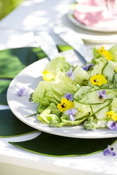 A floral summer salad Summer Salads, Summer Flowers, Potato Salad, Potatoes, Ethnic Recipes, Floral, Food, Inspiration, Edible Flowers