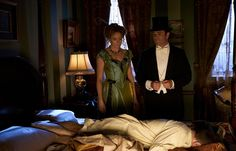 Doctor Ogden (Hélène Joy) and Detective Murdoch (Yannick Bisson) stand over a body.