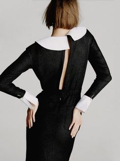 Of course Karlie can make pilgrim style this seductive.