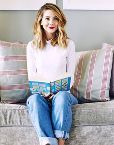 Love her hair, outfit and makeup 🌟 Zoella Book Club, Hair Inspo, Hair Inspiration, Anna Hendricks, All The Bright Places, Zoe Sugg, Cold Weather Outfits, Girl Online, Celebs