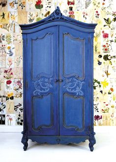 Painter in Residence Ildiko Horvath, classic French armoire. carvings and details painted in Chalk Paint® in Graphite. Then over the whole piece in Napoleonic Blue knocked back with a little French Linen. Blended the colours together while she worked, Blue Furniture, Hand Painted Furniture, Refurbished Furniture, Repurposed Furniture, Furniture Makeover, Vintage Furniture, Cool Furniture, Annie Sloan Painted Furniture, Painted Armoire