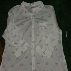 Old navy shirt Nice shirt size large brand new Old Navy Tops Button Down Shirts