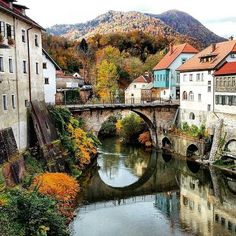 """Škofja Loka is considered the most beautifully perserved medieval city in Slovenia. Its rich cultural heritage intertwines with unspiled nature, earning the city the name """"Gallery in Nature"""". Thanks @arijelakelherseljak for sharing your photo with #ifeelsLOVEnia."""