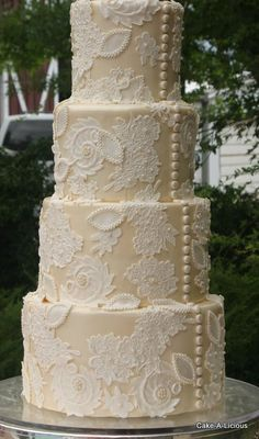 Buttons down this vintage lace wedding cake to mimic the back of a dress