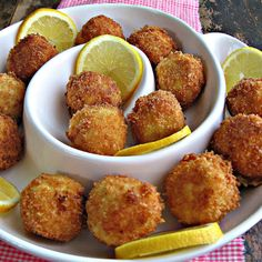 """Artichoke Asiago poppers (why do these ppl post these w/comments like """"mmmm""""?these are artichoke asiago poppers. Finger Food Appetizers, Yummy Appetizers, Appetizers For Party, Appetizer Recipes, Tapas, I Love Food, Good Food, Yummy Food, Aperitivos Finger Food"""