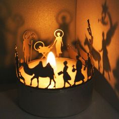nativity...wonder if I could make something like this? love the shadows it makes!