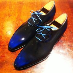 Corthay Blue Ghillie Shoe with contrast laces Maître bottier Pierre Corthay #corthay #bottier #soulier #menstyle #mensfashion #mensfootwear #luxury #calceophile #modemasculine #patine