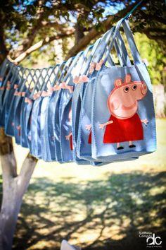 those are so cute 2nd Birthday Parties, Baby Birthday, Birthday Ideas, Peppa Pig Bag, George Pig Party, Aniversario Peppa Pig, Pig Crafts, Rose Decor, Baby Shower