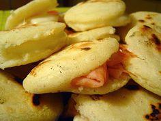 Arepa con Tomate y Queso - Blog De Receta Colombiana
