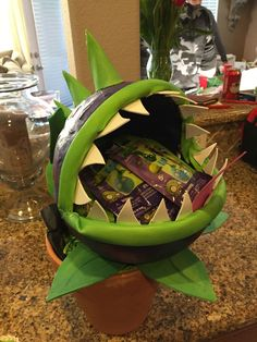 Plants vs zombies chomper goodie bag holder or chip holder \ Plants Vs Zombies, Zombies Vs, Zombie Birthday Parties, Zombie Party, Birthday Fun, Birthday Presents, Plantas Versus Zombies, Plant Zombie, Trunk Or Treat
