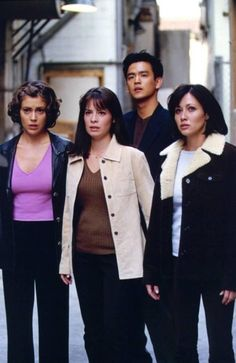 Picture of Charmed Serie Charmed, Charmed Tv Show, Holly Marie Combs, Rose Mcgowan, Kaley Cuoco, Charmed Season 1, Alyssa Milano Charmed, Charmed Sisters, Costumes