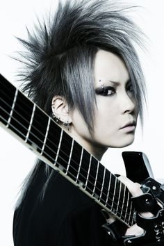 Exist+Trace Guitarist = Omi