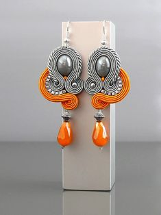 Beautiful, impressive Soutache earrings, made of Soutache strings with glass beads. Soutache Pendant, Soutache Necklace, Plastic Canvas Tissue Boxes, Plastic Canvas Patterns, Handmade Necklaces, Handmade Jewelry, Bead Jewellery, Swarovski Pearls, Animal Tattoos