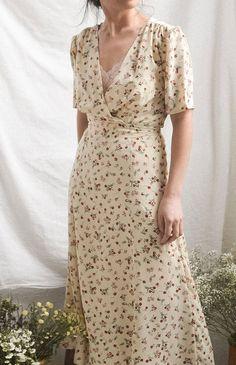 Adored Vintage - Feminine Vintage and Vintage Inspired Clothing Vintage Dresses, Vintage Outfits, Vintage Fashion, Feminine Dress, Feminine Style, Pretty Dresses, Beautiful Dresses, Mode Ootd, Vintage Inspired Outfits