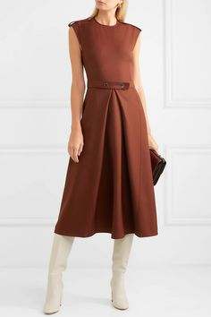 Ideas to replicate and visually stunning works of art to admire! Victoria Beckham, Daytime Dresses, Victoria Dress, Western Dresses, Elegant Outfit, Simple Outfits, Casual Dresses For Women, Couture Fashion, Pretty Dresses