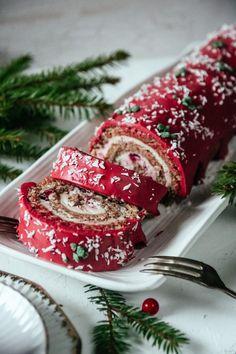 PEPPARKAKSRULLTÅRTA MED LINGON OCH CHOKLAD - Mousse, December, Christmas, Gifts, Food, Xmas, Presents, Essen, Navidad