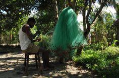 Mending the nets. Madagaskar. Photo by: Letty Visser