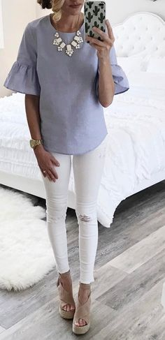 Take a look at 25 summer work outfits with white jeans in the photos below and get ideas for your own outfits! Bell sleeve top Image source love this top. Summer Work Outfits, Spring Outfits, Cool Outfits, Casual Outfits, White Jeans Outfit Summer, Cochella Outfits, Looks Style, My Style, Curvy Style