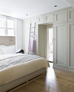 built in cupboards framing the door - idea for the wall between the master bedroom and the ensuite bathroom?