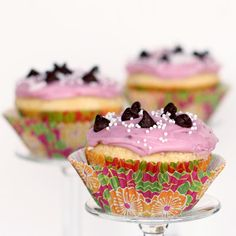 Almond Cupcakes with Blackberry Cream Cheese Frosting  http://electricmaninc.com/