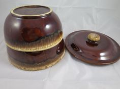 2 Kathy Kale Brown Drip Bowls w/ Lid Stackable Oven to Table ware MCM    Two Brown Drip Bowls Pottery Bowls    Signed Kathy Kale USA. Heavy